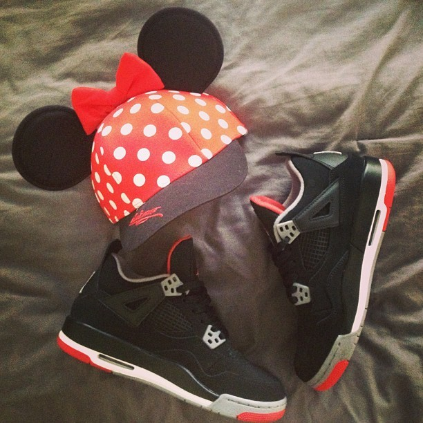Bout to kick it with Minnie Mouse today #bredIV #jordans #disneyland #curiouserlia