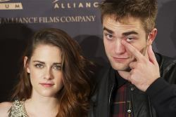 Robert Pattinson and Kristen Stewart have reportedly broken up.