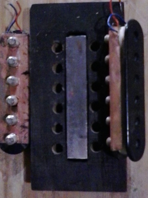 The neck position pickup insides. Notice the alnico magnet in the middle.