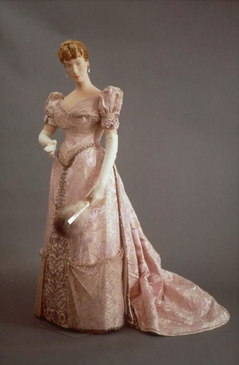 fashionsfromhistory:  Evening Dress House of Worth 1885-1890 France