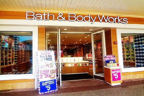 supjoeey:  Absolutely love walking into this place, their lotions are amazing, and the aroma that comes out of it.