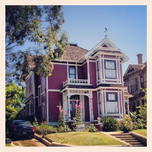 Apt  hunting @ #Charmed #House #Victorian #Architecture #angelenoheights #carollave (at Angeleno Heights)