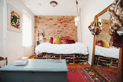 sippingcoffeeinstead:  aworthlessgal:     the perfect bedroom