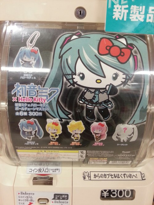 "lunawings:  Hello Kitty x Hatsune Miku keychains in a gashapon.""Hello Kitty x you name it"" is everywhere, but these seem particularly nicely done."
