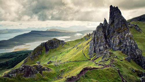 thismarvellousworld:  Old Man of Storr, Scotland.