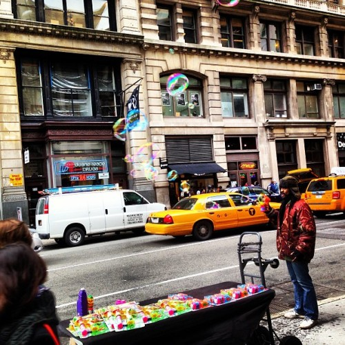 Shooting -and selling - bubbles in #SoHo! #Spring has come to #NY! Welcome! (at SoHo)