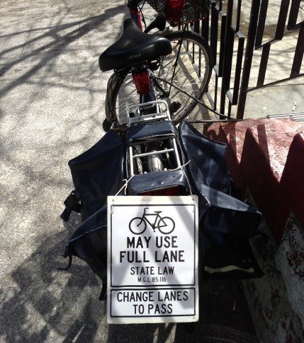 Well done, bicyclist, well done! (via This bicyclist means business | Universal Hub)