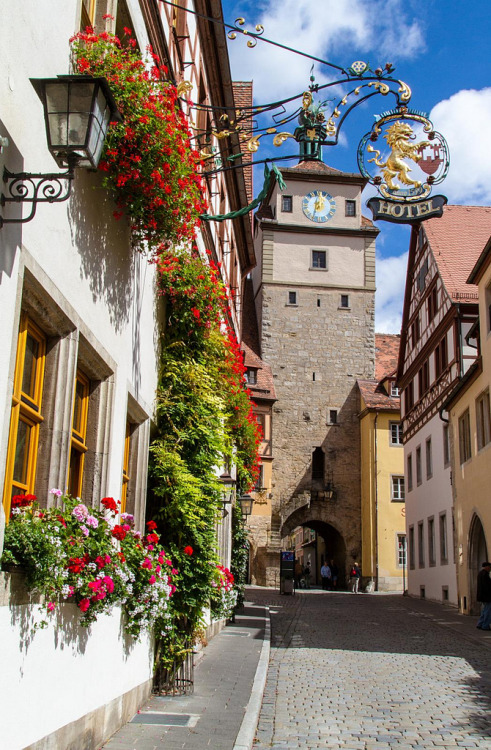 allthingseurope:  Rothenburg ob der Tauber, Germany (by juampatronics)