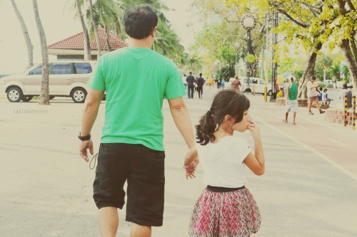 Papa and aya while walking at roxas blvd :)