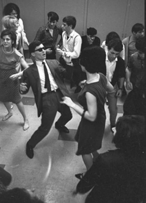 viola-goes-to-hollywood:  Twist lesson, Paris, 1960
