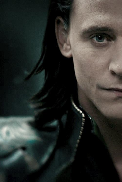 loki-is-in-the-tardis:  12/40 photos/gifs of Loki