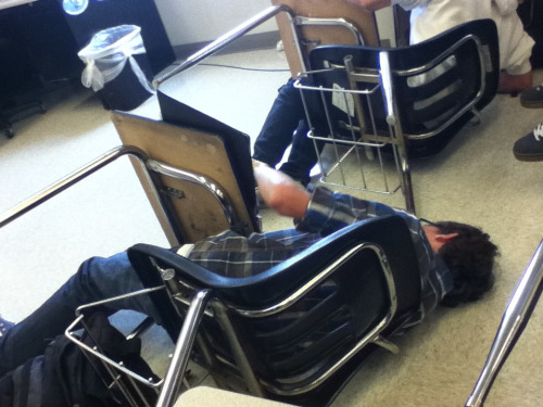 lolsofunny:  kermitthefrrog:  Average day in chemistry class  (lol here!)