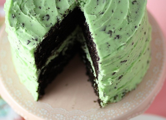thefoodp0rnblog:  Mint Chocolate Chip Cake