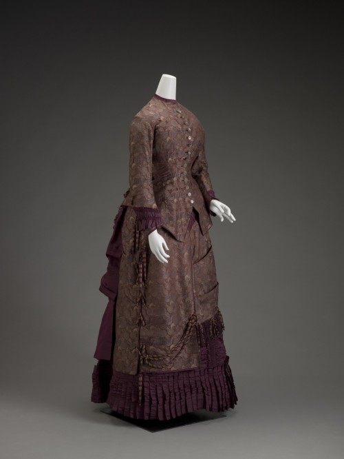 fashionsfromhistory:  Dress c.1885 United States