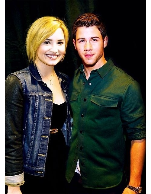 syndromeofdemi:  I just would Demi never dated joe but nick.
