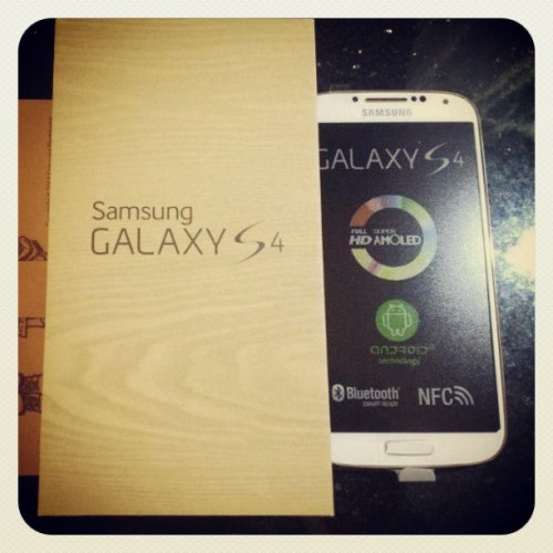 #earlybird #instaearlybird #ax33l #samsung #galaxy #s4 #samsungGalaxyS4 #galaxyS4 #samsungGalaxy #luxurious #unboxing #cellphone #followme