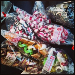 We took a trip through Gränna on the way and bought some caramels… 🍬🍭 #Gränna #caramels #peppermint #fruity #raspberry #liquorice #fudge #justalittle #polkagrisar #grännapolkagrisar #favourites #yummy #thebest (på/i In the car)