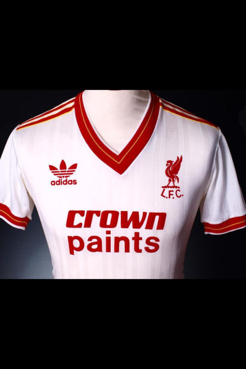 "Shirt of the day: Liverpool Adidas, 1985/7 courtesy of @PSukhu via @maillotfoot1011#ynwa #lfc  ""Un Maillot vraiment pas mal de #LFC c'est le away 85-87 maillot de champion"""