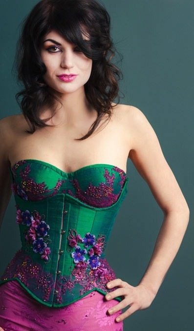 musefraisedesbois:  Emerald silk corset with Swarovski beads  //   Beautiful