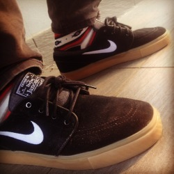 everythingskateboardingblog:  Black/gum