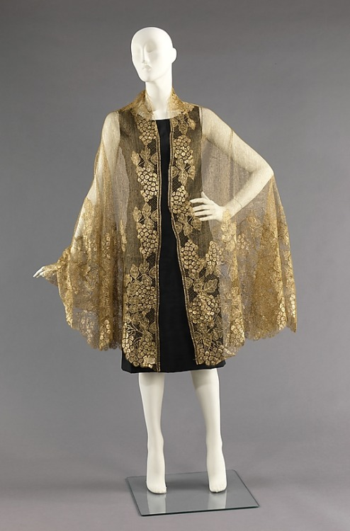 omgthatdress:  Evening Shawl 1925 The Metropolitan Museum of Art