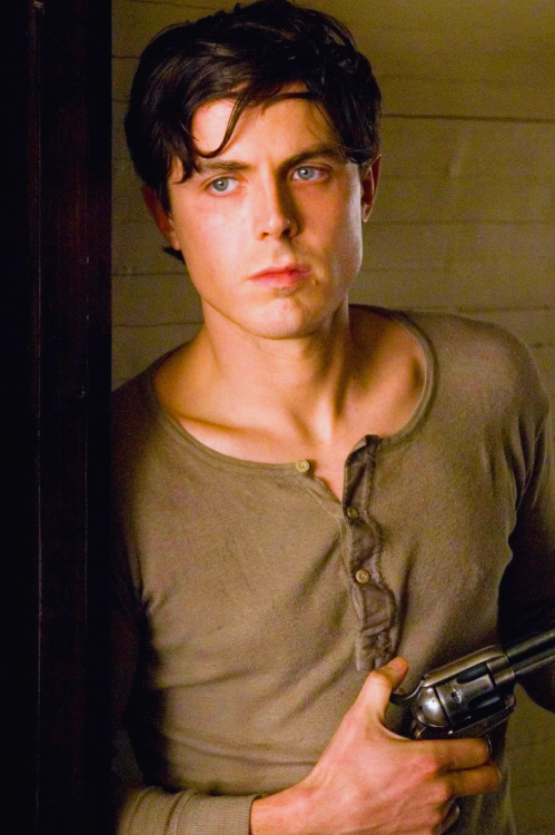 thesexiestmenalive:  Vote Casey Affleck for The 100 Sexiest Men Alive.
