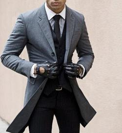 thatdappermotherfucker:  gk-gentleman:  gentleman!  Great collar and gloves!