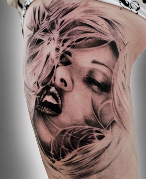 dailydoseoftattoos:  Sexy Girl Tattoo http://bit.ly/Xf7Scq
