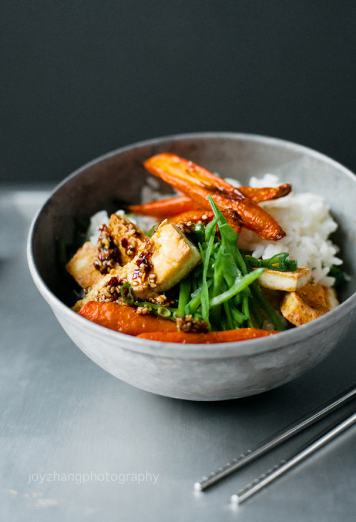 emigetsfit:  crispy tofu with roasted carrots and snow peas
