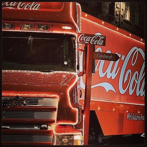 The Coca-Cola Christmas Truck on the streets of Edinburgh, Scotland | #CocaCola #Coke #Edinburgh #Scotland #snow #Truck #Christmas #night #lights #europe #Festive