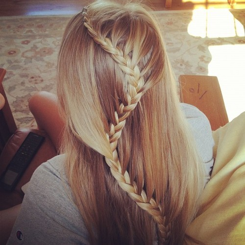 anti-social-garota:  Adela and Tessie: Hair like Rapunzel. on We Heart It - http://weheartit.com/entry/54365004/via/Ticia_Hitchcock