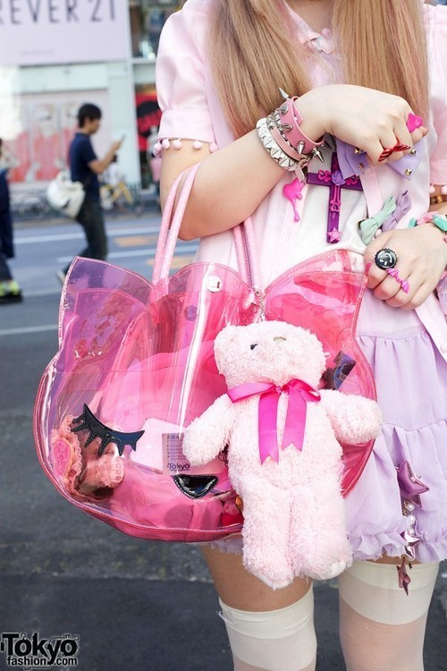 soooo cute! I want that bag!