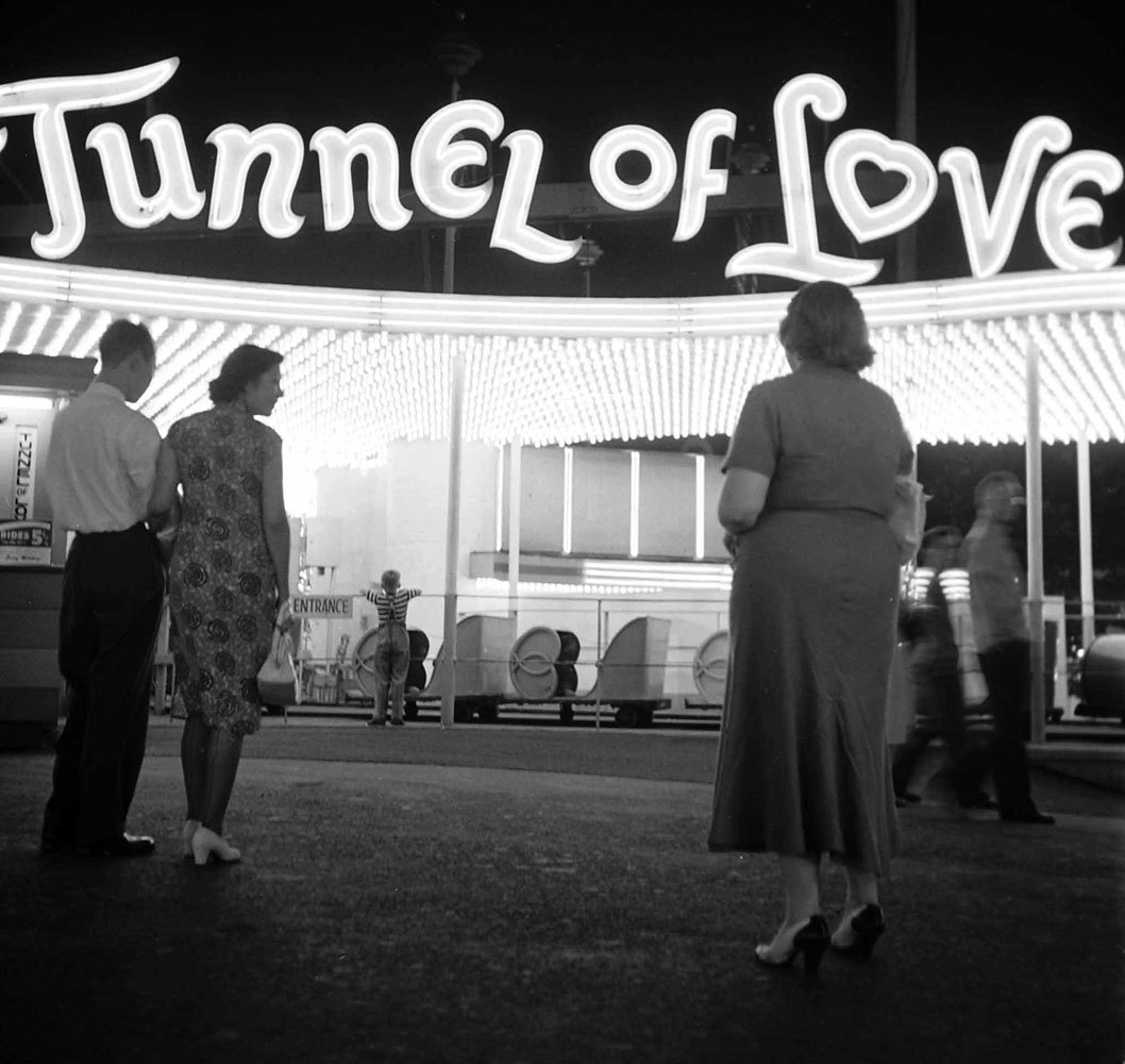 hollyhocksandtulips:  Tunnel Of Love, 1949