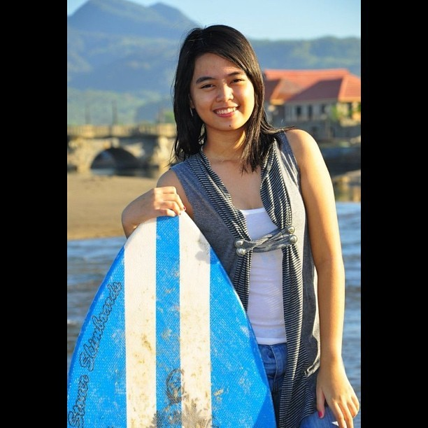 Kunwari surfer ako. Hahahaha. #throwback #2011