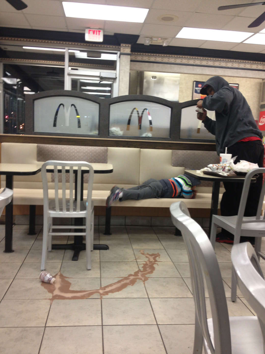 "askroro:  fallenskaterr:  suicidle:  i was at mcdonalds and this kid dropped his chocolate milk, began to cry, and his dad got up, said ""this some instagram shit"" and starte taking pictures and i cant breath  dead  lmao! >.<"