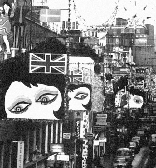 savetheflower-1967:  Mod London town during Christmas, 1967.