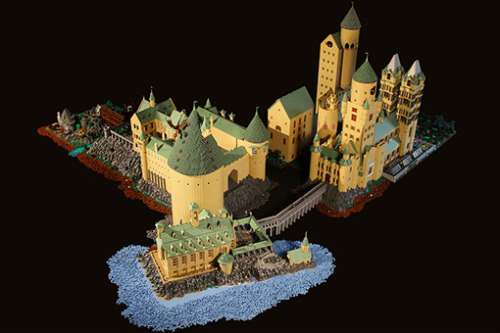 This 400,000-piece, 170-square-foot Lego replica of Hogwarts Castle might be the coolest thing we've ever seen.Thankfully, its creator also uploaded 79 photos of the castle onto Flickr so that fellow superfans can properly obsess over it.