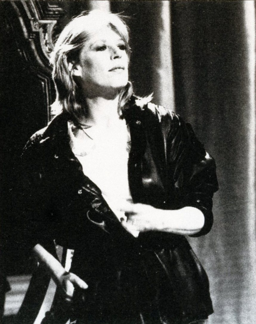 sistermorphinelovescookies:  Marianne Faithfull performing, 1982. [x]