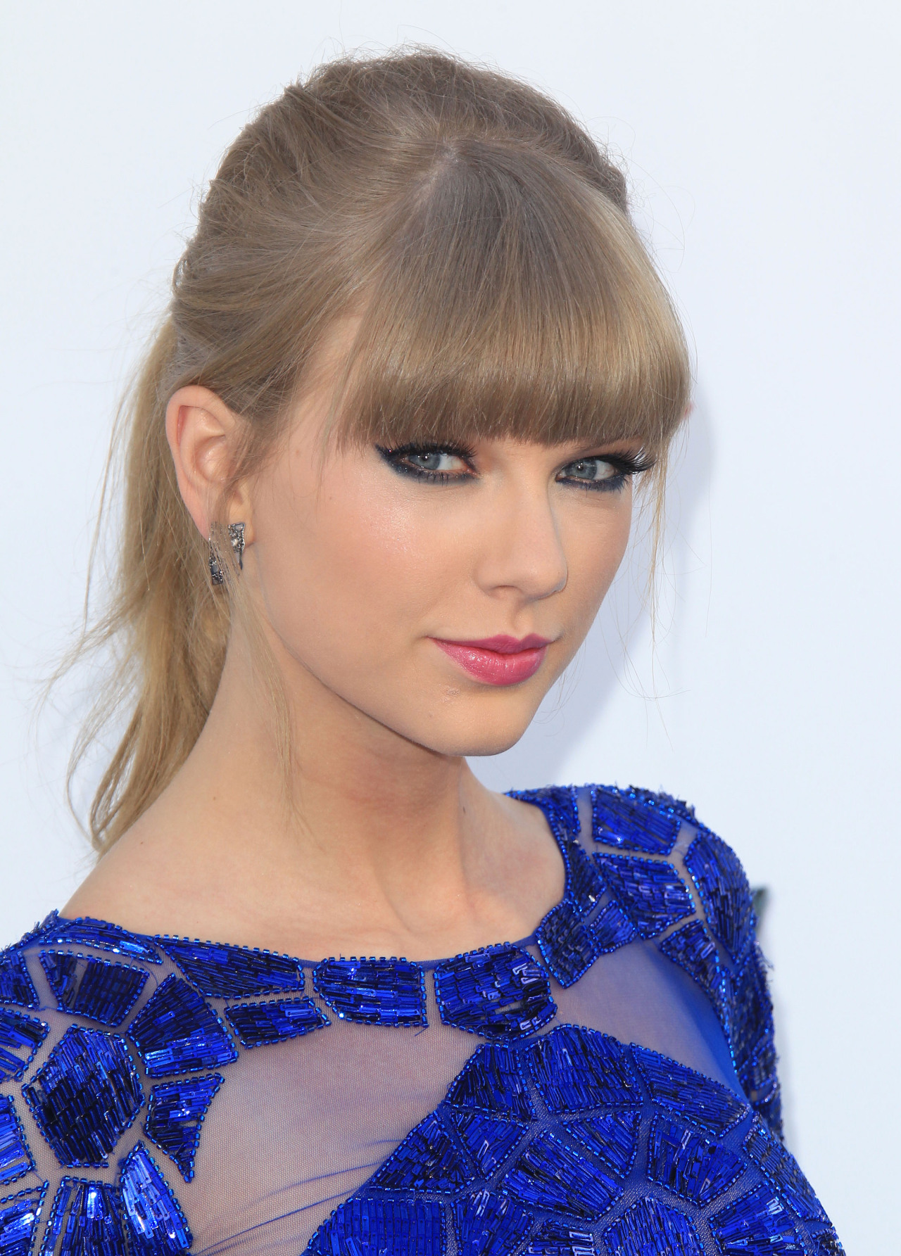 tayswiftdotcom:   HQ 2013 Billboard Music Awards (x)