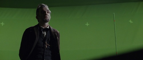 Lincoln before vfx greenscreen