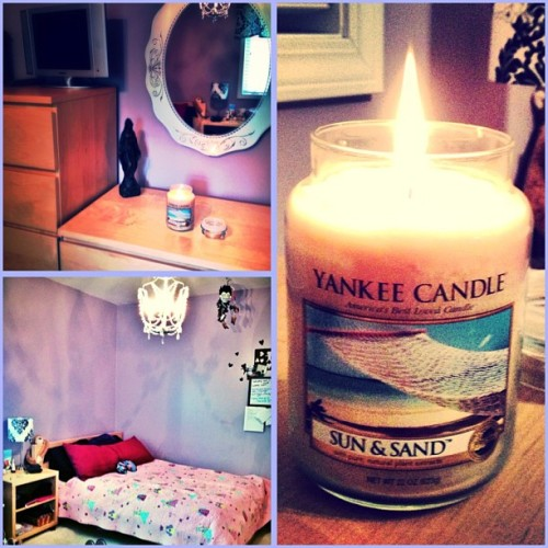 I love a freshly cleaned room with a beachy candle smellin' niiice! #room #bedroom #love #decor #decoration #yankeecandle #candle #beach #flame #fire #fairies #pink #purple #beauty #beautiful #fresh #spring #may #2013 #summer #comfy