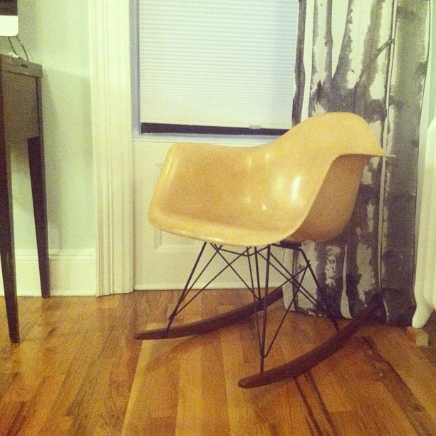 My new favorite chair is finally home 😄. Thanks dad! #eames #rar #original