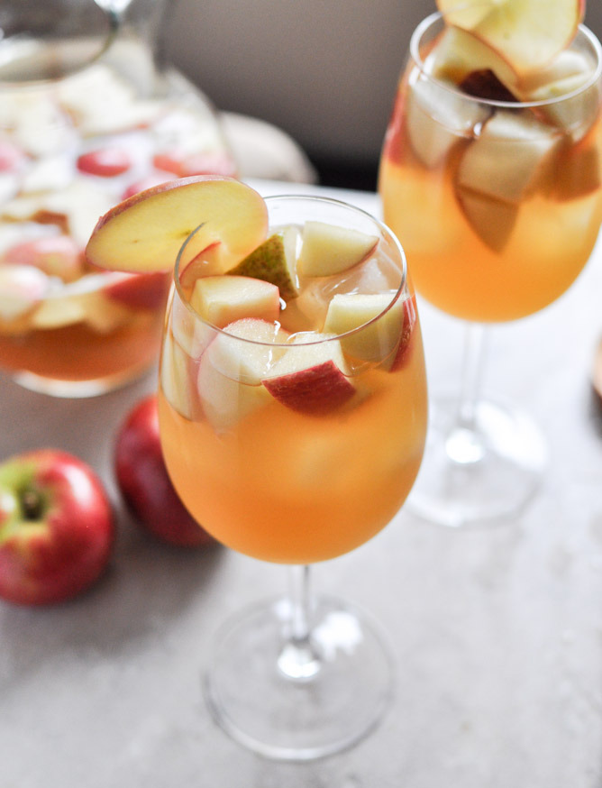 Apple cider sangria fit for a summer evening? Yes, please. Ge the recipe.