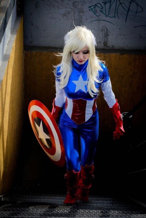 cosplayblog:  Lady Captain America from Marvel Comics  Cosplayer: Karen KasumiPhotographer: RoCazanova