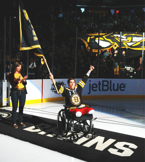 kris-ti-ana:   Jeff Bauman, who lost both of his legs in the Boston Marathon tragedy, pumps up the Garden crowd just before puck drop. May 4, 2013. (x)