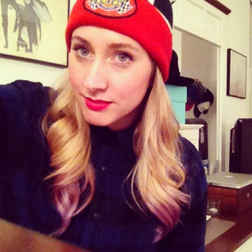 Taking my new beanie to hang with the gals ❤