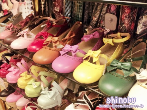 the new colors of shoes in bodyline… :/