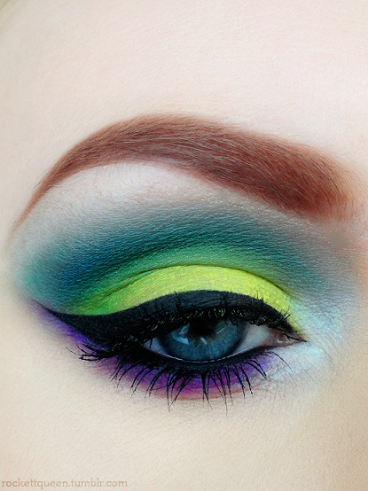 mooyouwhore:  makeupftw:  http://rockettqueen.tumblr.com   I really want to try this look.