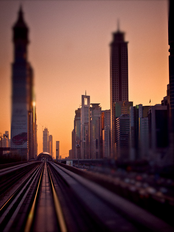 definitelydope:  Dubai metro (by miemo)