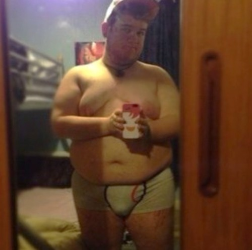 irish—cub:  So I'm just gonna leave a pic of my fatness and walk away nervously.  Damn Damn Damn. Another beautiful Human. What's a guy to do? Damn!